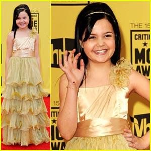 Bailee Madison is Critic's Choice Chic
