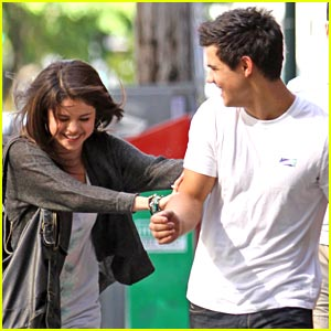 Selena Gomez: Taylor Lautner is Still Amazing