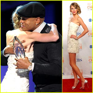 Taylor Swift: People's Choice Favorite Female Artist!