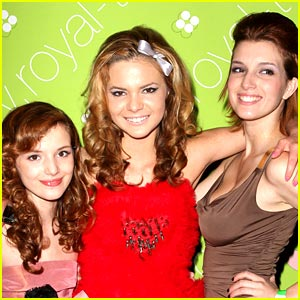Bella Thorne Throws Birthday Bash for Big Sister Kaili