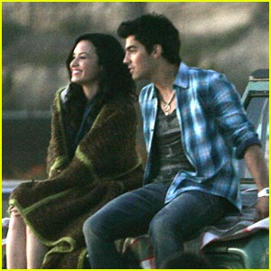Joe Jonas & Demi Lovato: Making Waves on The Beach