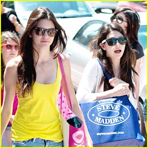 Kendall & Kylie Jenner: Intermixing in Miami