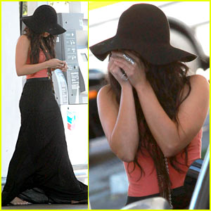 Vanessa Hudgens: Floppy Hat Cover-Up!