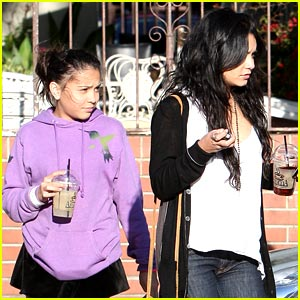 Vanessa & Stella Hudgens Munch with Mom on Monday