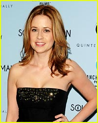 Jenna Fischer Finds a Solitary Man