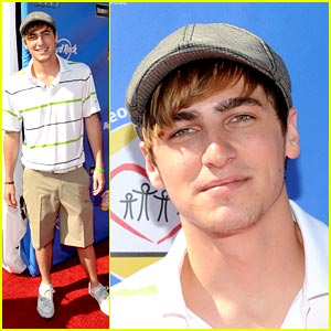 Kendall Schmidt is a Golfing Guy