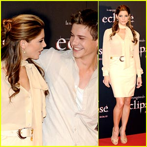 Ashley Greene & Xavier Samuel Make It Madrid