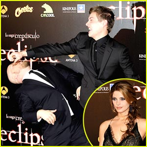 Xavier Samuel Sucker Punches David Slade!