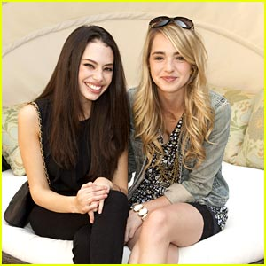 Chloe Bridges: Style Lounge with Katelyn Tarver!