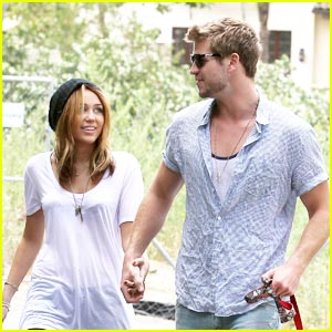 Miley Cyrus & Liam Hemsworth: A Mile with Mate
