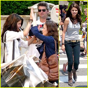 Selena Gomez & Leighton Meester: High Five Friends