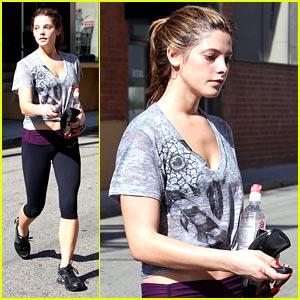Ashley Greene Headed to Teen Choice Awards 2010