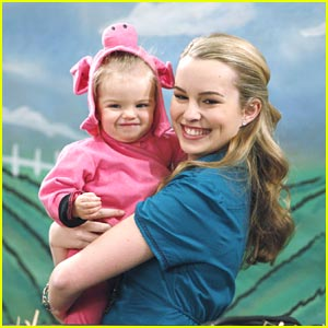 Bridgit Mendler: Piggy In A Blanket!
