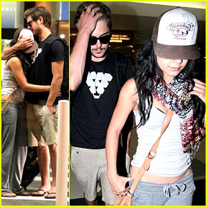 Zac Efron & Vanessa Hudgens: Lovey Dovey at LAX