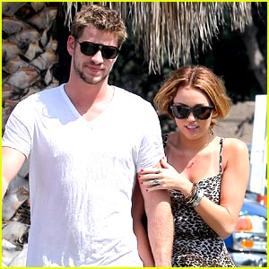 Miley Cyrus & Liam Hemsworth: Caught Kissing!