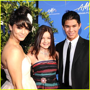 Ariel Winter & Booboo Stewart Supports Alfred E. Mann Foundation