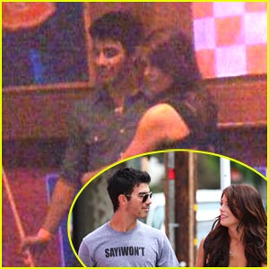 Joe Jonas &#038; Ashley Greene: Pool Pair