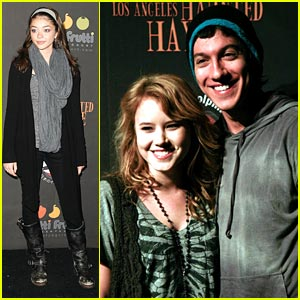 Taylor Spreitler: Haunted Hayride Hold on Jared Kusnitz