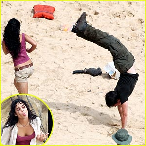 Josh Hutcherson: Handstand in Hawaii with Vanessa Hudgens
