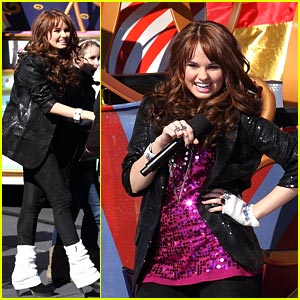 Debby Ryan: Christmas Day Parade Performer!