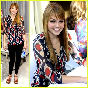 Aimee Teegarden Gets Pampered at InStyle's Beauty Lounge