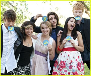 Bridgit Mendler &#038; Hayley Kiyoko: Lemonade Mouth Trailer!