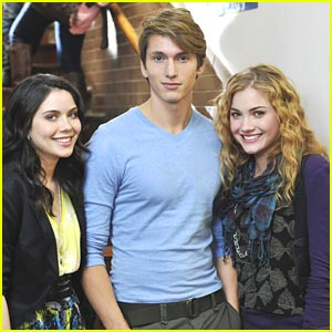 Skyler Samuels: 'The Nine Lives of Chloe King' -- FIRST PICS!