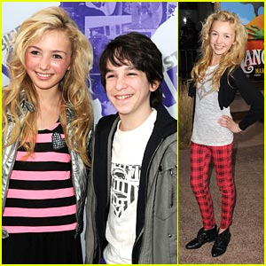 Zachary gordon and his girlfriend kissing