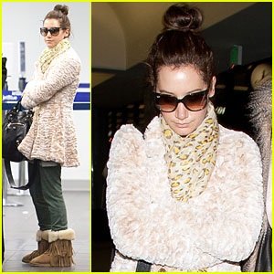 Ashley Tisdale: LAX with Mom Lisa