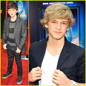 Cody Simpson & Greyson Chance: 'Mars Needs Moms' Mates
