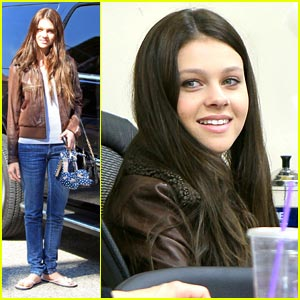 Nicola Peltz: Pedicure Pretty