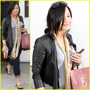 Demi Lovato: Thinking About Moving to NYC!