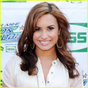 Demi Lovato Opens Up About Eating Disorder