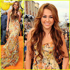 Miley Cyrus - KCA 2011 Orange Carpet
