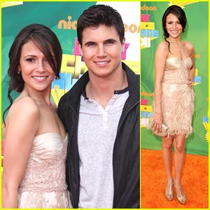 Robbie Amell & Italia Ricci: Kids Choice Awards 2011!