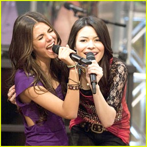 Miranda Cosgrove & Victoria Justice 'Leave It All to Shine'