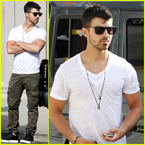 Joe Jonas: Saturday Store Stop!