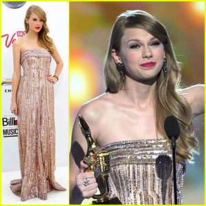 Taylor Swift WINS Billboard 200 Album Artist of the Year!