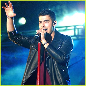 Joe Jonas: B96 Pepsi SummerBash 2011!