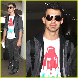 Joe Jonas: LAX Landing