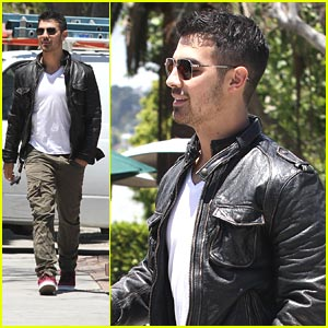 Joe Jonas: Urth Caffe Cute