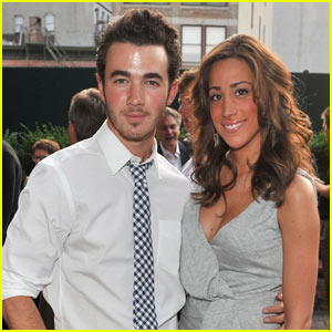 Kevin &#038; Danielle Jonas: Digitas Dinner Date!