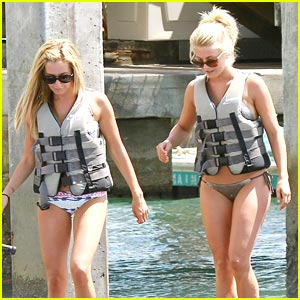 Ashley Tisdale & Julianne Hough: Jet Skis!