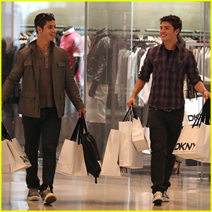 Gregg Sulkin &#038; David Henrie: DKNY Duo!