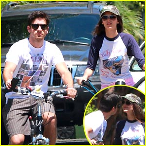 Victoria Justice & Ryan Rottman: Cycling Smooch
