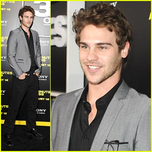 Grey Damon: No Twitter For Me!