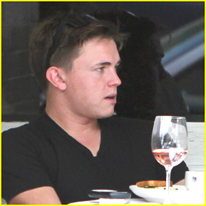 Jesse McCartney: Beverly Hills Lunch Lad!