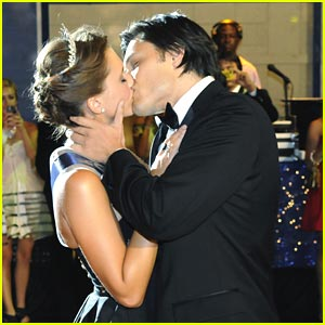 Alexandra Chando &#038; Blair Redford: Homecoming Kiss!