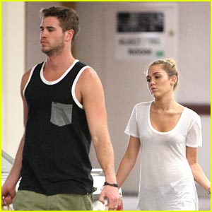 Miley Cyrus & Liam Hemsworth Run To Ralph's