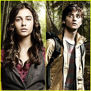 Naomi Scott &#038; Landon Liboiron: New 'Terra Nova' Pics!